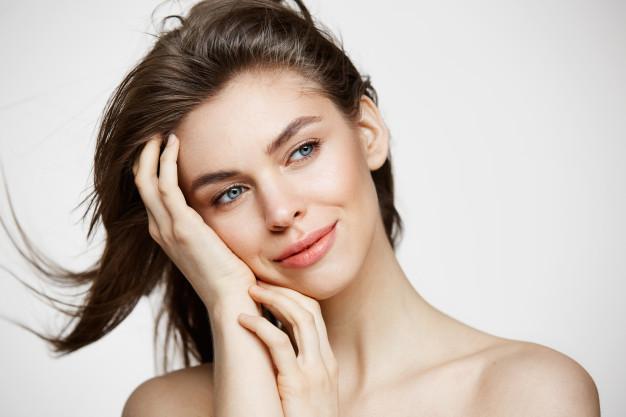 5 מוצרים שעוזרים ליצירת מראה עור פנים מתוח ויפה!